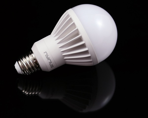 Nyrius-Light-Bulb-and-Outlet.jpg